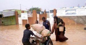 Inondations à Niamey, Issoufou chausse ses bottes pour constater les dégâts