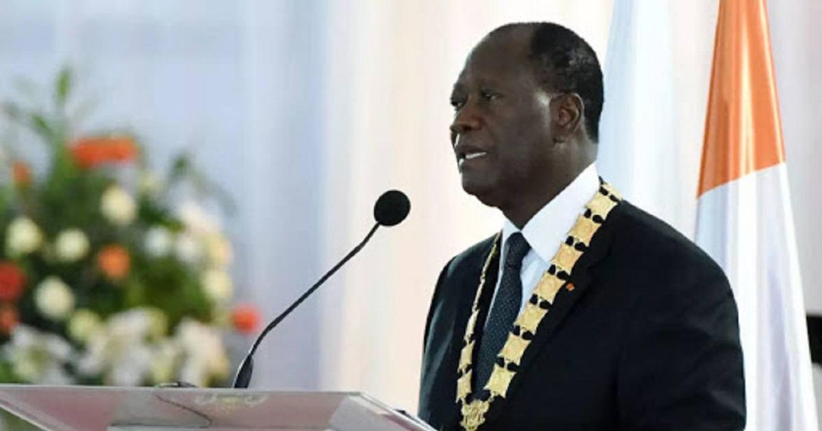 Alassane Ouattara, président ivoirien élu, prête enfin serment