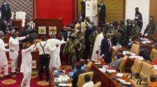 Parlement au Ghana: l'armée fait irruption