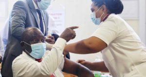 Le président Cyril Ramaphosa donne l'exemple et se fait vacciner