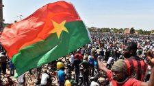 Insecurite au Burkina Faso: les populations envahissent les rues