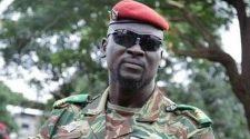 Guinée : le colonel Mamadi Doumbouya s'arrache quelques épines du pied